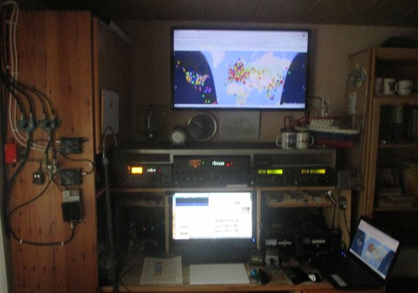 The radio station DL1LQ The radio station DL1LQ The amateur radio station DL1LQ: Today it is the central unit of the computer, in the past it...